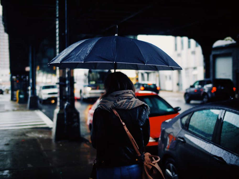 和下雨有关的深意文案 很有意境的雨天短句文案